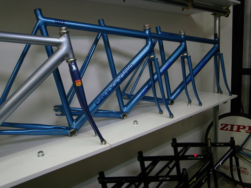 Cannondale_track_frames_at_fixed_junkie
