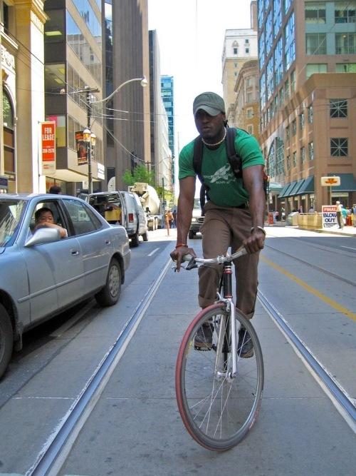 Bike-courier-balancing2